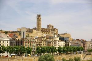 Lleida_-_La_Seu_Vella_des_de_Cappont-1024x681